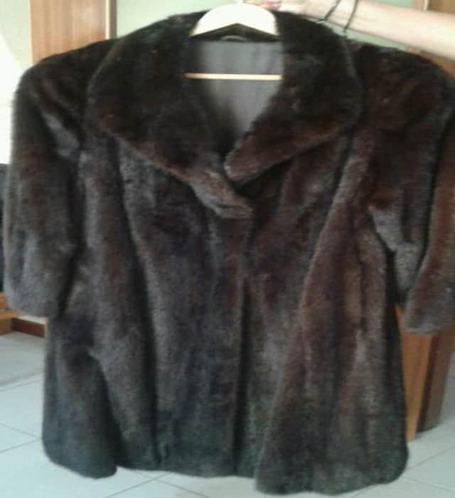 Vendo abrigo largo de vison t.44 comprado en el corte ingles pero se ha puesto dos veces escasas