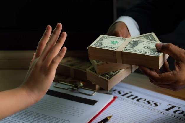Caso real: Ética personal vs ganar dinero 8